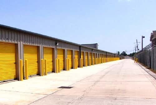 Drive Up Accessible Self Storage Lockers on Manhattan Blvd. in Harvey, LA 70058