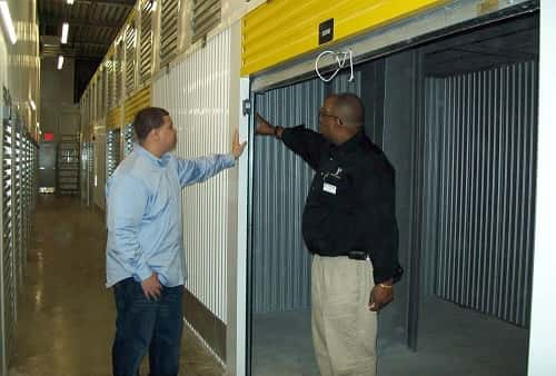Self Storage Units In Metairie La On Service Road From