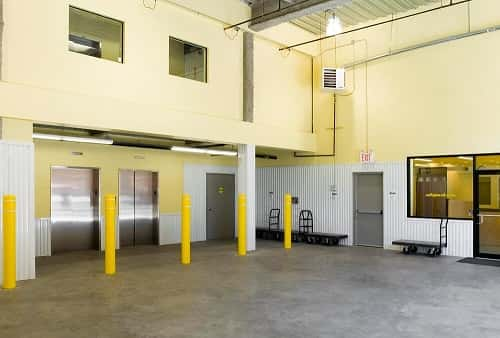 Extra Large Drive-In Loading Bay in Richmond Hill, NY